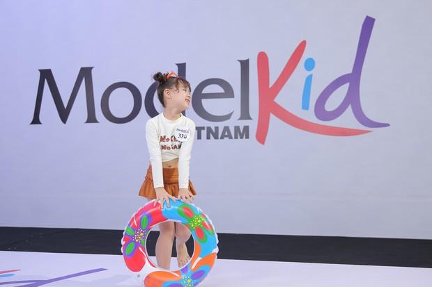 Model Kid: Giám khảo liên tục khó chịu khi thấy thí sinh nhí trang điểm đậm, ăn mặc hở - Ảnh 4.