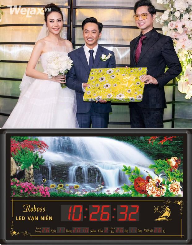 Đố bạn biết, món quà bọc giấy hoa vàng mà Ngọc Sơn tặng cho Cường Đô La và Đàm Thu Trang là gì? - Ảnh 1.