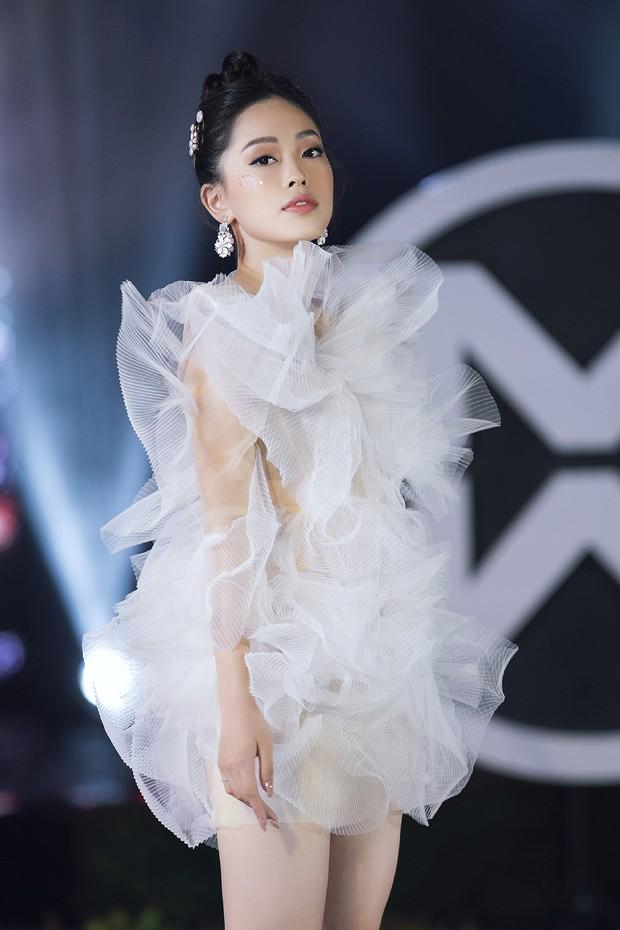 Đỗ Mỹ Linh chị ngả em nâng cùng Phương Nga, hóa thân thành Nữ thần biển cả trên sân khấu Miss World Vietnam - Ảnh 4.