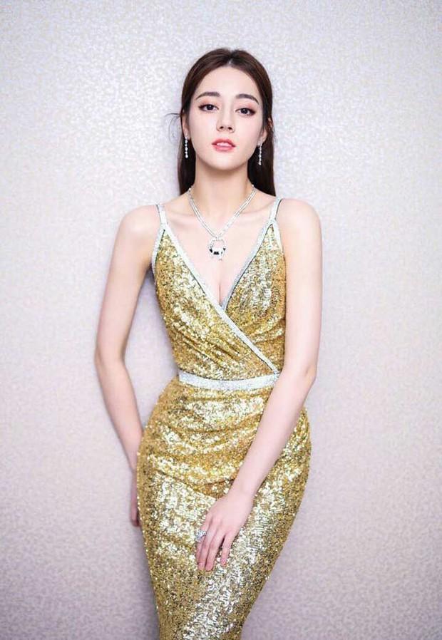Minh tinh sở hữu xương quai xanh tuyệt mỹ của showbiz: Jennie, Địch Lệ Nhiệt Ba cạnh tranh với... Sehun, Vương Nguyên? - Ảnh 3.