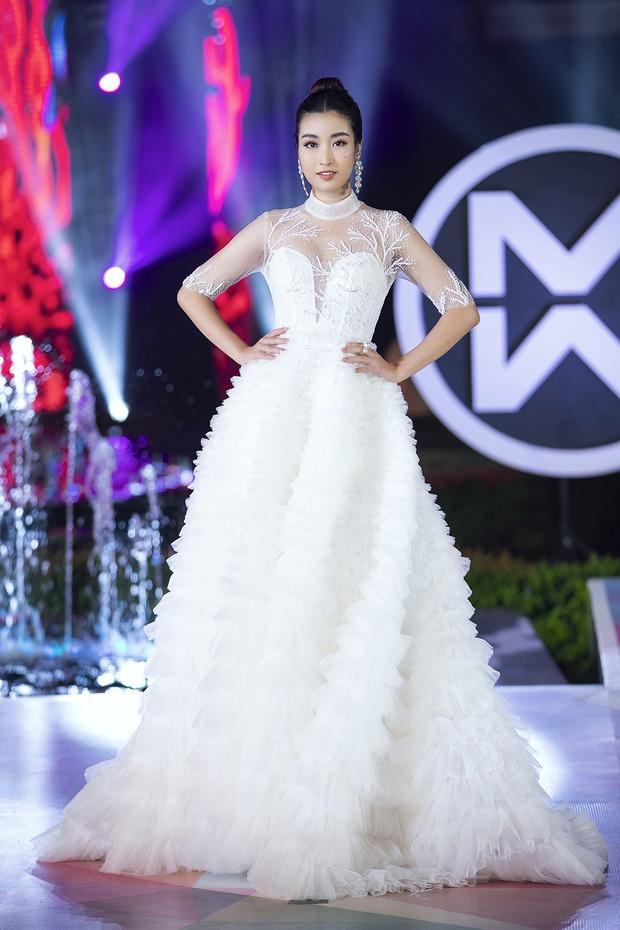 Đỗ Mỹ Linh chị ngả em nâng cùng Phương Nga, hóa thân thành Nữ thần biển cả trên sân khấu Miss World Vietnam - Ảnh 2.