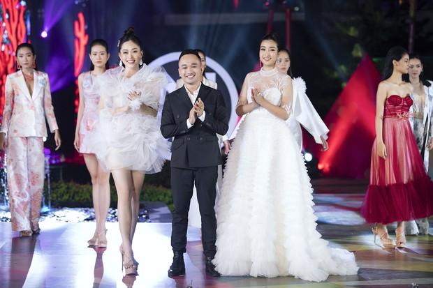 Đỗ Mỹ Linh chị ngả em nâng cùng Phương Nga, hóa thân thành Nữ thần biển cả trên sân khấu Miss World Vietnam - Ảnh 5.
