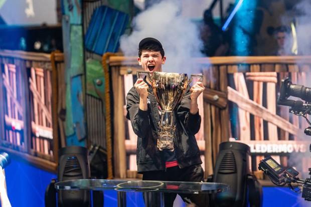 Không thể tin nổi: Game thủ 16 tuổi vô địch Fortnite World Cup Solo, nhận thưởng 70 tỷ đồng - Ảnh 3.