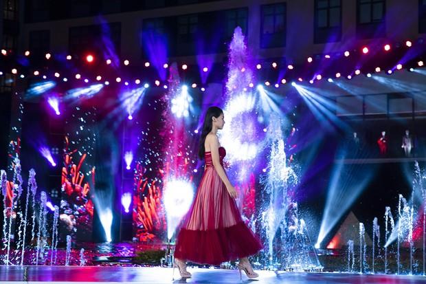 Đỗ Mỹ Linh chị ngả em nâng cùng Phương Nga, hóa thân thành Nữ thần biển cả trên sân khấu Miss World Vietnam - Ảnh 7.