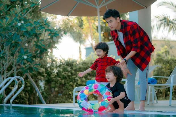 Chụp ảnh gia đình hạnh phúc với vợ mãi cũng chán, Ba Duy và Tùng Sơn quay sang ghép cặp nên đôi với nhau - Ảnh 4.