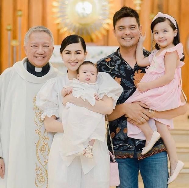 Lễ rửa tội quý tử của Mỹ nhân đẹp nhất Philippines: Nhà 4 người đều đẹp đỉnh cao, con trai ngày càng trổ nét lai như mẹ - Ảnh 8.