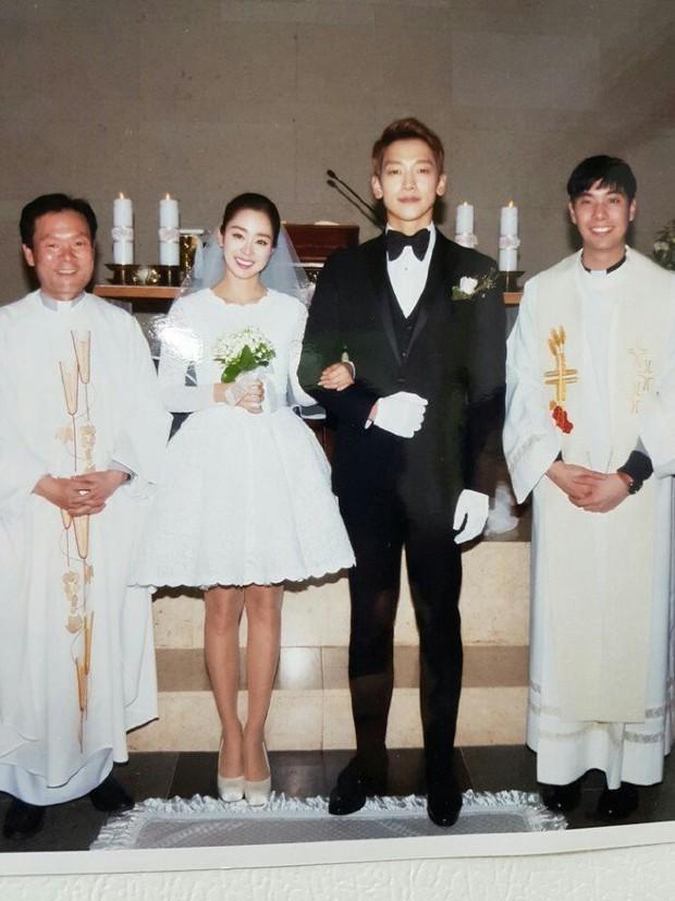 Sau 2 năm, dân tình đồng loạt dậy sóng vì bức ảnh cưới màu duy nhất của Kim Tae Hee và Bi Rain bất ngờ xuất hiện - Ảnh 1.