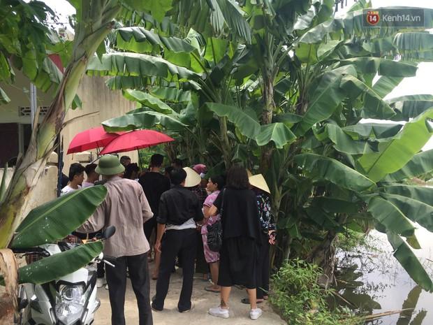 Người thân đau đớn trong đám tang mẹ Châu Việt Cường: Bà ấy đi nhặt ve chai dành dụm tiền để vào thăm con, vậy mà... - Ảnh 3.