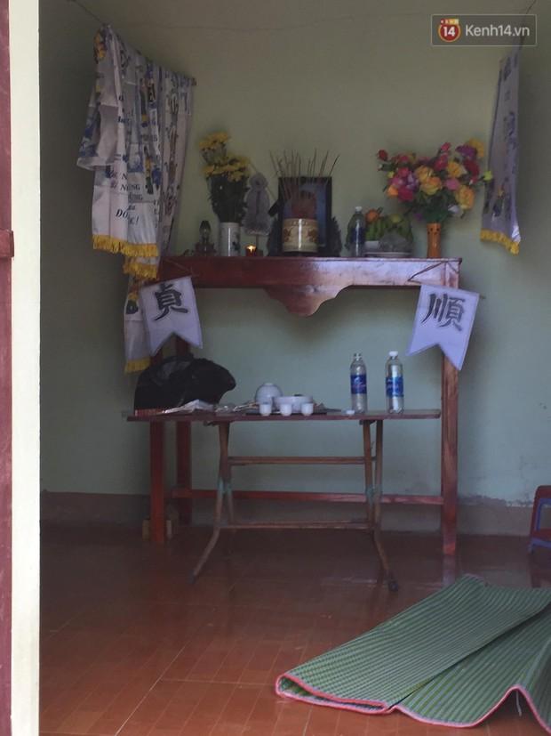 Người thân đau đớn trong đám tang mẹ Châu Việt Cường: Bà ấy đi nhặt ve chai dành dụm tiền để vào thăm con, vậy mà... - Ảnh 4.