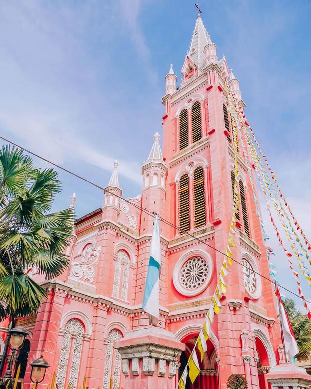 Nhà thờ màu hồng này sắp soán ngôi phố đi bộ và chung cư cà phê để trở thành địa điểm được chụp ảnh nhiều nhất ở Sài Gòn đấy! - Ảnh 14.