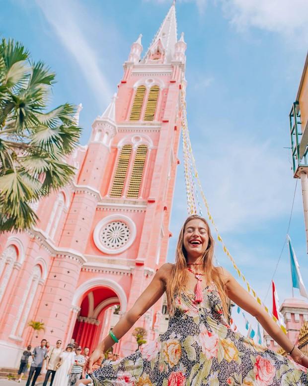 Nhà thờ màu hồng này sắp soán ngôi phố đi bộ và chung cư cà phê để trở thành địa điểm được chụp ảnh nhiều nhất ở Sài Gòn đấy! - Ảnh 17.