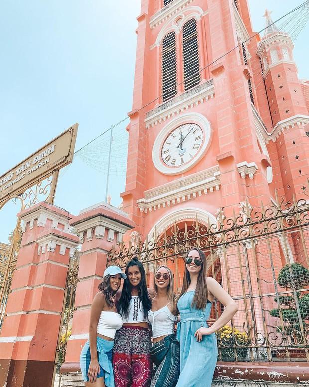 Nhà thờ màu hồng này sắp soán ngôi phố đi bộ và chung cư cà phê để trở thành địa điểm được chụp ảnh nhiều nhất ở Sài Gòn đấy! - Ảnh 16.