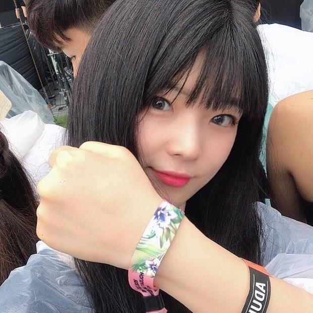 """Dù là idol hàng đầu thế hệ mới, Jennie vẫn """"quẩy"""" như 1 fangirl thực thụ ở lễ hội âm nhạc ngoài trời lớn nhất nhì Hàn Quốc - Ảnh 13."""