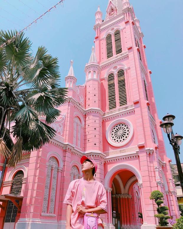 Nhà thờ màu hồng này sắp soán ngôi phố đi bộ và chung cư cà phê để trở thành địa điểm được chụp ảnh nhiều nhất ở Sài Gòn đấy! - Ảnh 7.
