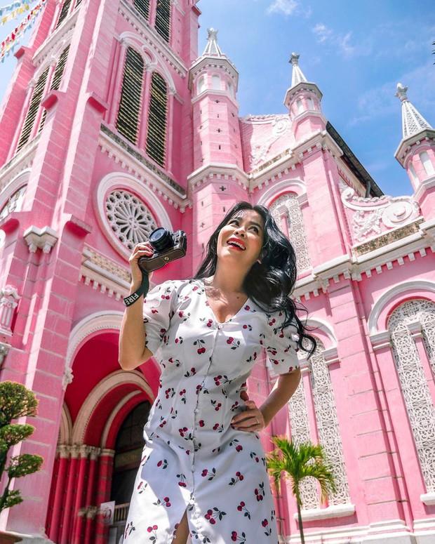 Nhà thờ màu hồng này sắp soán ngôi phố đi bộ và chung cư cà phê để trở thành địa điểm được chụp ảnh nhiều nhất ở Sài Gòn đấy! - Ảnh 3.