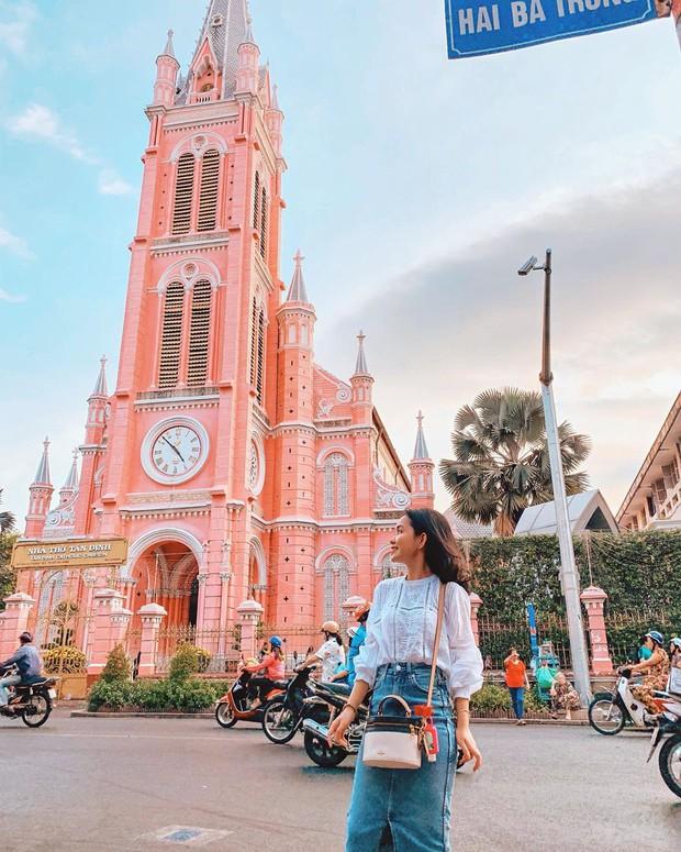 Nhà thờ màu hồng này sắp soán ngôi phố đi bộ và chung cư cà phê để trở thành địa điểm được chụp ảnh nhiều nhất ở Sài Gòn đấy! - Ảnh 4.