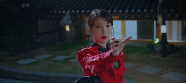 5 lần 7 lượt hiểu nhầm crush, IU nắm ngay cơ hội tỏ tình Yeo Jin Goo ngay tập 6 Hotel Del Luna - Ảnh 3.