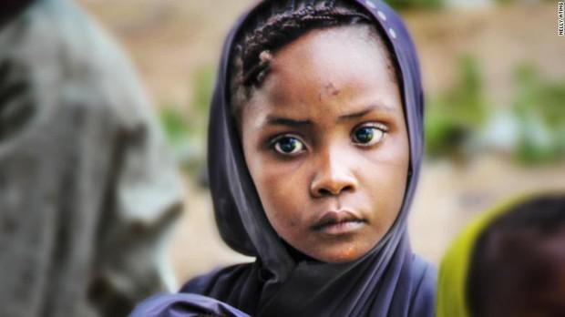 Câu chuyện đầy cảm phục về nữ phóng viên ảnh kỳ diệu, bất chấp tử thần để cứu sống hàng nghìn nạn nhân từ chiến tranh - Ảnh 4.