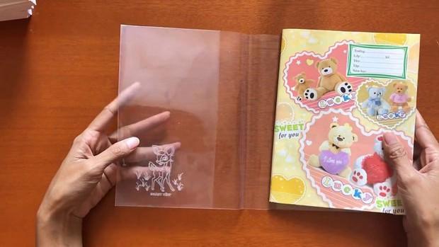 Trường tiểu học khuyến khích giáo viên, học sinh không dùng nilon để bọc sách vở vì môi trường - Ảnh 2.