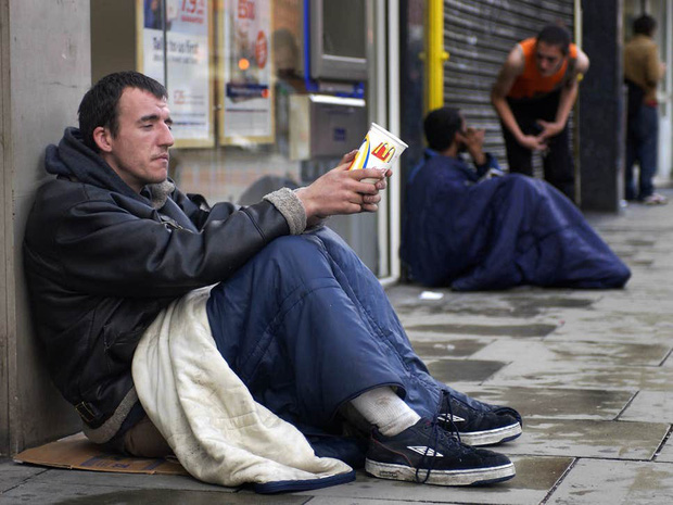 Hơn bốn triệu người Anh đang sống ở mức đặc biệt đói nghèo - Ảnh 1.