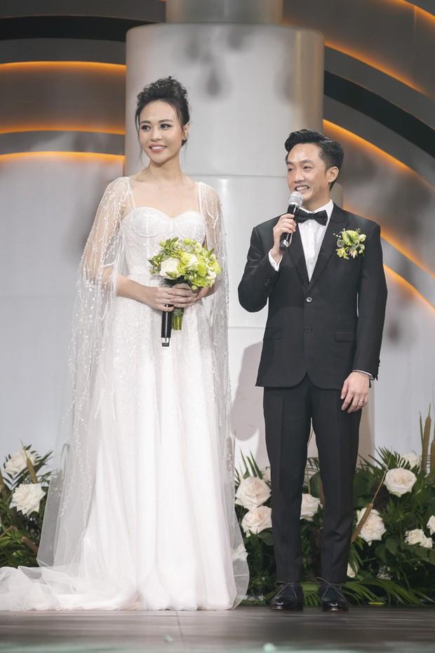 """Lộ diện 3 chiếc váy cưới của Đàm Thu Trang, váy """"chính thê"""" kín đáo đến bất ngờ - Ảnh 5."""