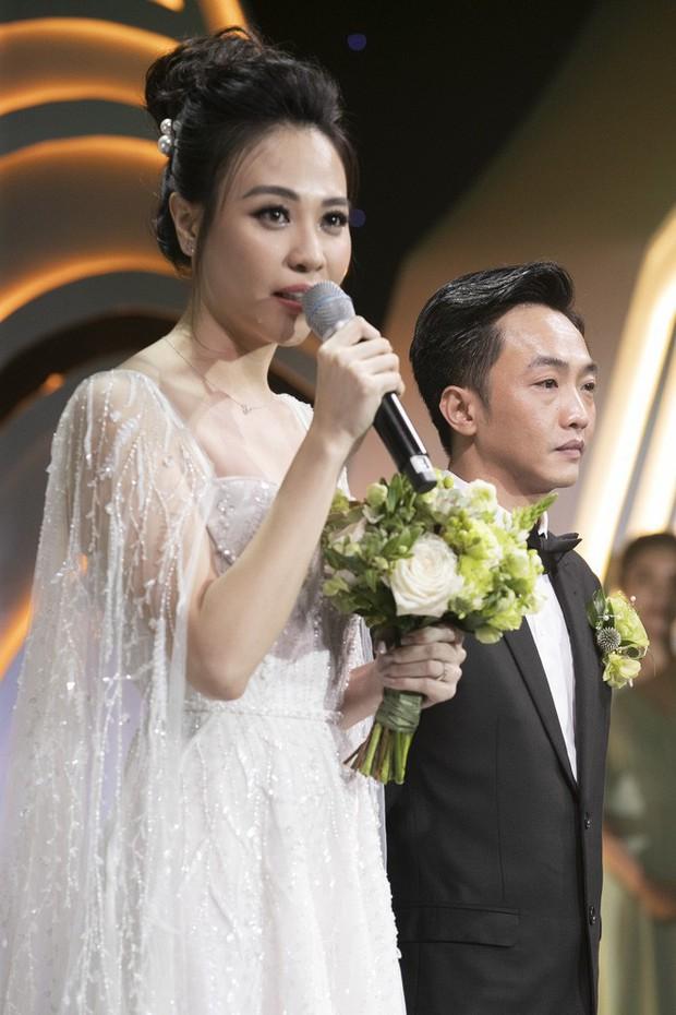 """Lộ diện 3 chiếc váy cưới của Đàm Thu Trang, váy """"chính thê"""" kín đáo đến bất ngờ - Ảnh 6."""
