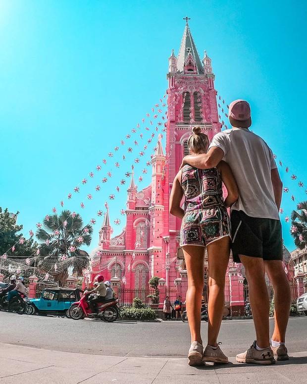 Nhà thờ màu hồng này sắp soán ngôi phố đi bộ và chung cư cà phê để trở thành địa điểm được chụp ảnh nhiều nhất ở Sài Gòn đấy! - Ảnh 6.