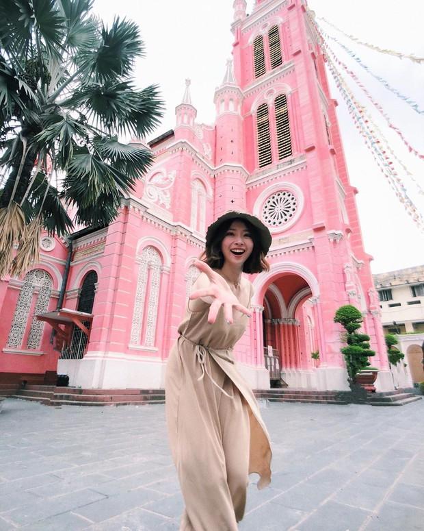 Nhà thờ màu hồng này sắp soán ngôi phố đi bộ và chung cư cà phê để trở thành địa điểm được chụp ảnh nhiều nhất ở Sài Gòn đấy! - Ảnh 15.