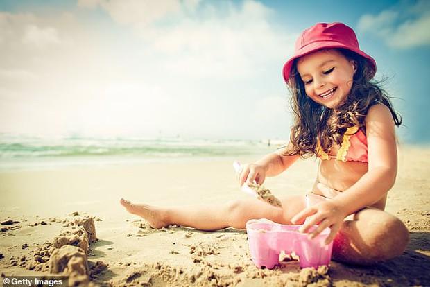 Chuyên gia da liễu chia sẻ câu chuyện nữ bệnh nhân bị ung thư da, bắt nguồn từ vết cháy nắng khi còn nhỏ - Ảnh 3.