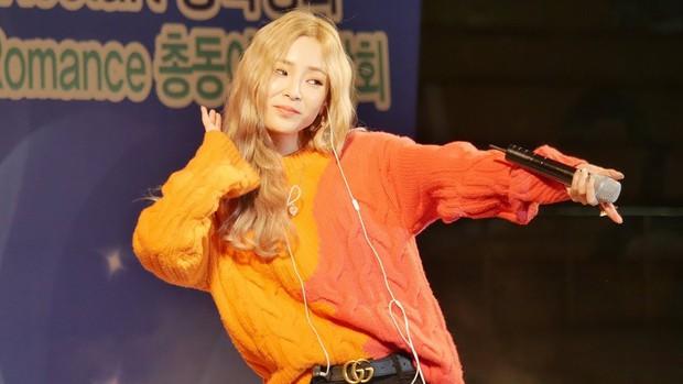 Kpop tháng 7: Thành viên EXO và Wanna One thi nhau debut, YG lặn mất tăm, JYP cho 2 gà cưng đấu đá - Ảnh 3.