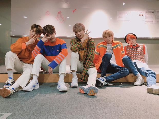 Kpop tháng 7: Thành viên EXO và Wanna One thi nhau debut, YG lặn mất tăm, JYP cho 2 gà cưng đấu đá - Ảnh 6.
