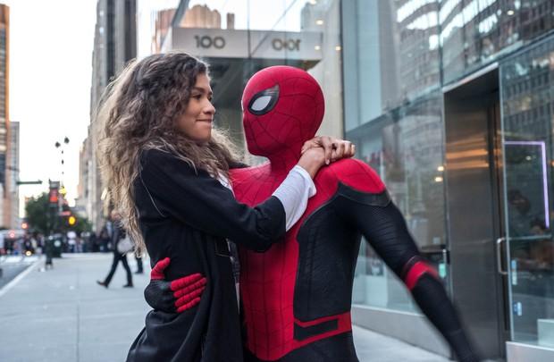 After-credit gây chấn động của FAR FROM HOME: Còn ai cao tay hơn Marvel? - Ảnh 1.