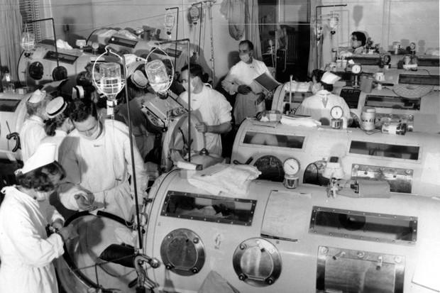 Một ngày của những bệnh nhân cuối cùng mắc chứng viêm tủy xám:Minh chứng tại sao phong trào anti-vaccine là một bước lùi của nhân loại - Ảnh 8.