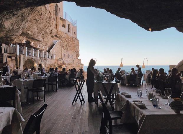 Nhà hàng trong hang động lãng mạn nhất nước Ý: Có khả năng gây mê cao cho bất kì cặp đôi nào hẹn hò tại đây - Ảnh 2.