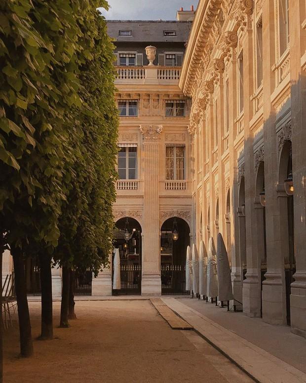 """Jennie (BLACKPINK) đăng hình hoài niệm Paris, ngoài """"dáng đứng Bến Tre"""" fan còn thấy cô ghé qua địa điểm nổi tiếng nhất nhì nước Pháp này - Ảnh 6."""