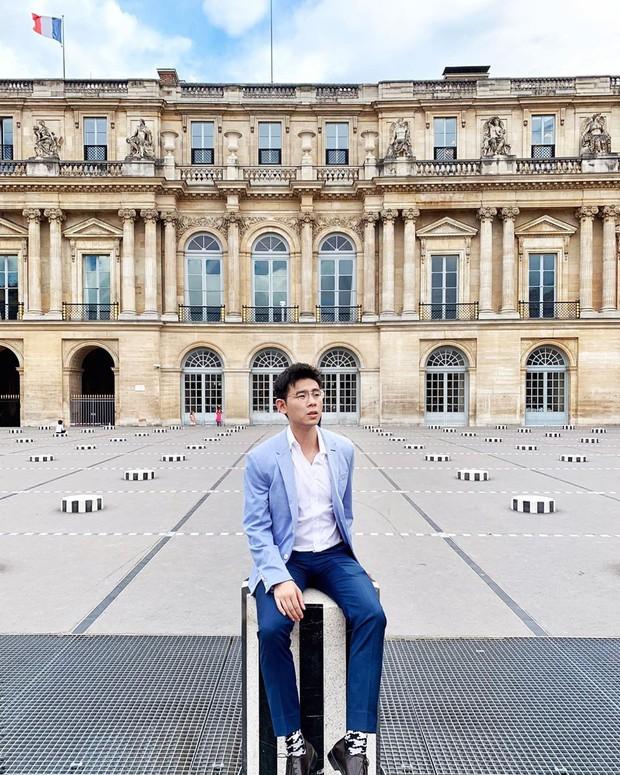 """Jennie (BLACKPINK) đăng hình hoài niệm Paris, ngoài """"dáng đứng Bến Tre"""" fan còn thấy cô ghé qua địa điểm nổi tiếng nhất nhì nước Pháp này - Ảnh 16."""