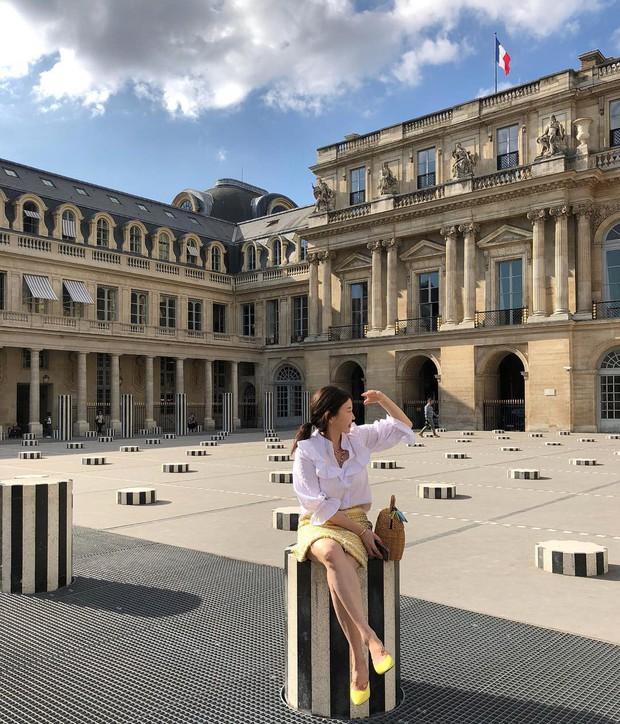 """Jennie (BLACKPINK) đăng hình hoài niệm Paris, ngoài """"dáng đứng Bến Tre"""" fan còn thấy cô ghé qua địa điểm nổi tiếng nhất nhì nước Pháp này - Ảnh 17."""