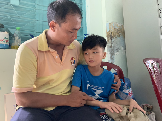 Vụ người cha ở Sài Gòn tìm lại được con trai 8 tuổi: Bé sẽ ở lại Trung tâm để học tiếp, vì tôi sợ lạc con lần nữa - Ảnh 1.