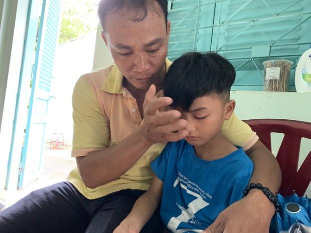 Vụ người cha ở Sài Gòn tìm lại được con trai 8 tuổi: Bé sẽ ở lại Trung tâm để học tiếp, vì tôi sợ lạc con lần nữa - Ảnh 2.