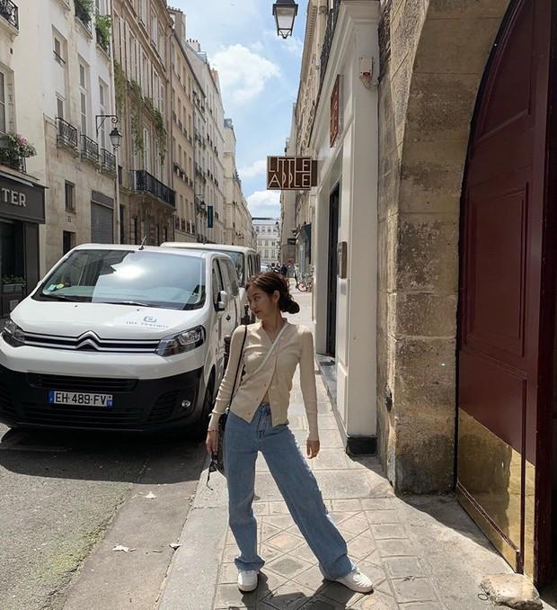"""Jennie (BLACKPINK) đăng hình hoài niệm Paris, ngoài """"dáng đứng Bến Tre"""" fan còn thấy cô ghé qua địa điểm nổi tiếng nhất nhì nước Pháp này - Ảnh 3."""