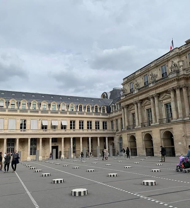 """Jennie (BLACKPINK) đăng hình hoài niệm Paris, ngoài """"dáng đứng Bến Tre"""" fan còn thấy cô ghé qua địa điểm nổi tiếng nhất nhì nước Pháp này - Ảnh 4."""