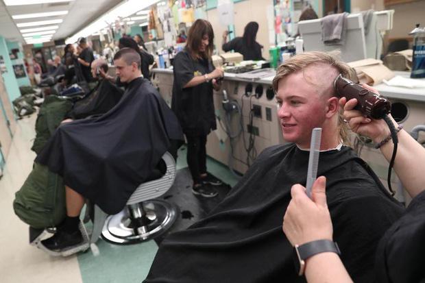 Ngày nhập học ở học viện chỉ có các ứng viên hoàn hảo: Vừa nhập học đã cạo trọc đầu, vác balo chứa đồ cả trăm kg! - Ảnh 8.
