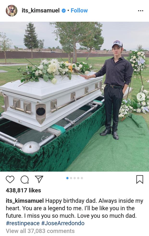 Kim Samuel không kìm được nước mắt bên mộ cha quá cố qua đời do bị ám sát - Ảnh 1.