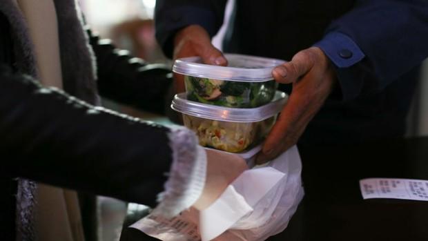 Thống kê những nỗi khổ khi gọi đồ ăn ship của người Mỹ mà chắc chắn người Việt sẽ thấy đồng cảm - Ảnh 2.