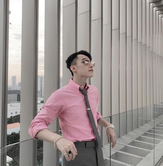 Diện sơ mi, đeo cà vạt bảnh bao lại khoe góc nghiêng không chê vào đâu được, Chủ tịch Sơn Tùng M-TP muốn fan sống sao? - Ảnh 2.