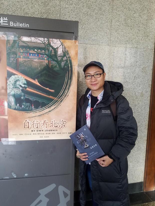 Chàng trai người Việt đầu tiên nhận HB thạc sĩ toàn phần tại Học viện Hý kịch TƯ tiết lộ bí mật chuyện học hành của Dịch Dương Thiên Tỷ, Hồ Tiên Hú - Ảnh 1.