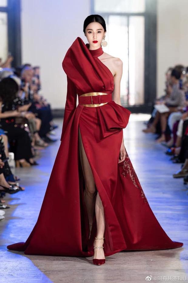 Với thần thái đỉnh cao, Phạm Băng Băng có thể cân đủ loại trang phục chẳng kém người mẫu, cứ nhìn ảnh ghép của fan thì rõ - Ảnh 1.