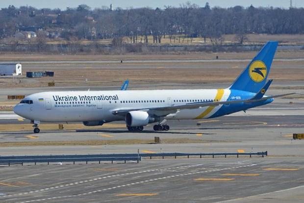 Một máy bay Boeing 767 phải hạ cánh khẩn cấp do va chạm với chim trời - Ảnh 1.