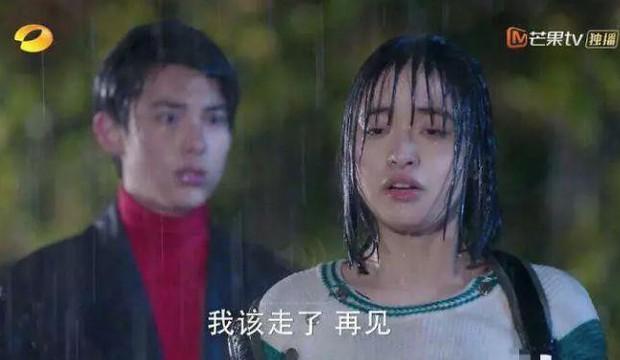 Thử thách nhan sắc dưới mưa của dàn sao Cbiz: Người đẹp đến nao lòng, kẻ nhếch nhác với mái tóc phản chủ - Ảnh 10.