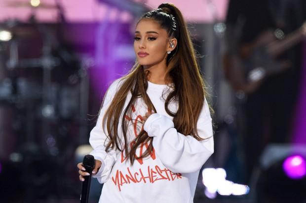 Phốt vạ miệng: Ariana Grande bị ném đá thậm tệ vì đụng chạm hình ảnh của Hoa hậu nhí bị sát hại dã man - Ảnh 3.